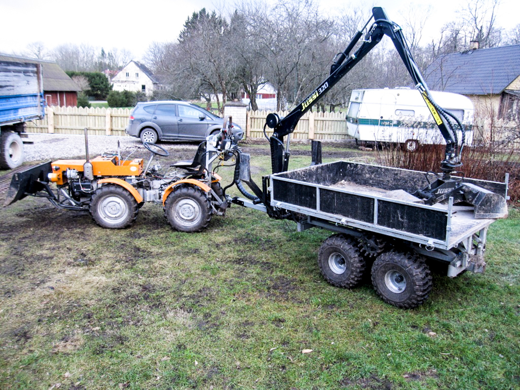 Flatbed trailer + bucket